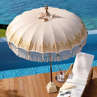 sch ner sonnenschirm auf dem balkon balkon. Black Bedroom Furniture Sets. Home Design Ideas